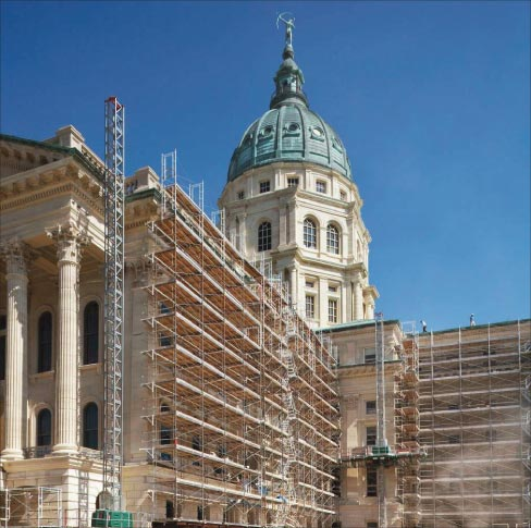 Mark 1 provided custom-made, heavy-duty scaffolding for the Kansas Statehouse project to provide load bearing capacity for workers, tools, and stone to be placed.