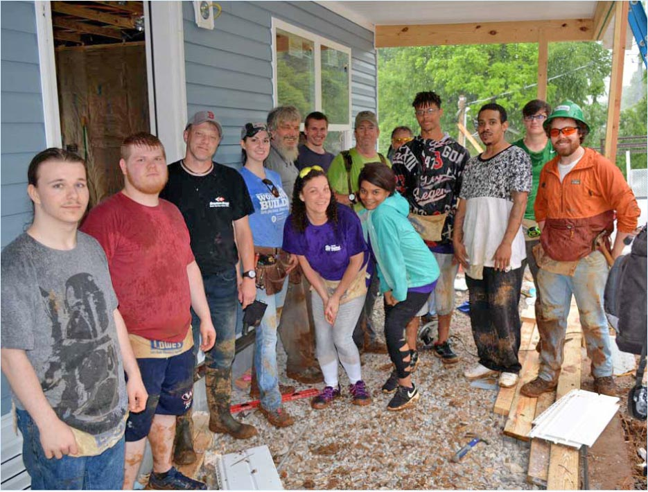 Habitat for Humanity construction volunteers and the Bussell family